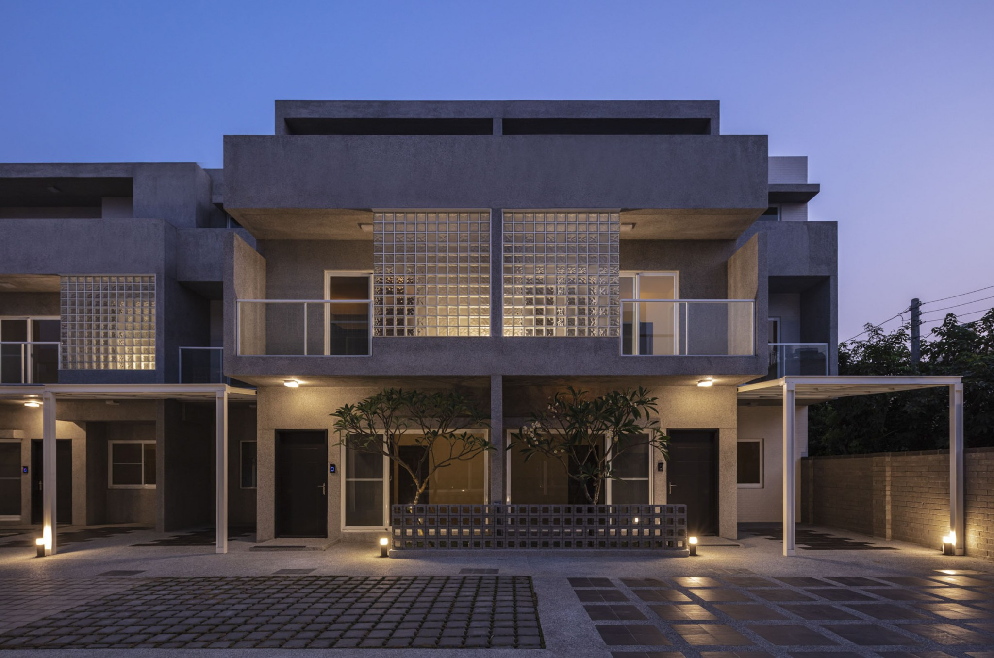 FRONT ELEVATION NIGHT VIEW 02